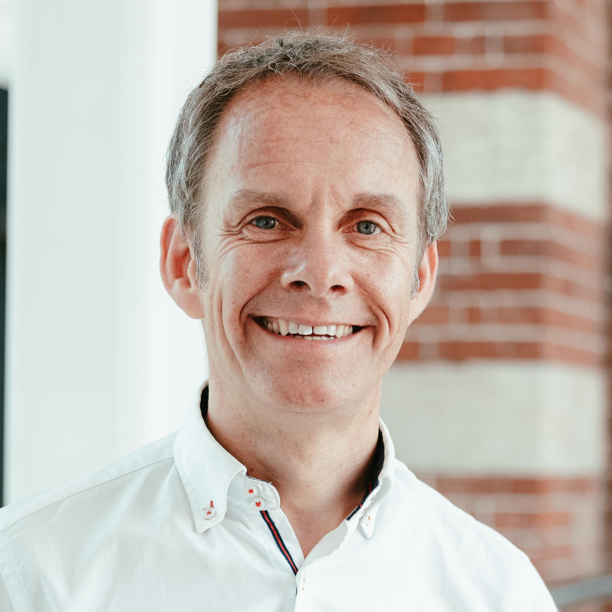 Peter Andrews