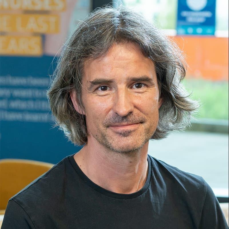 Dr Henning Holle